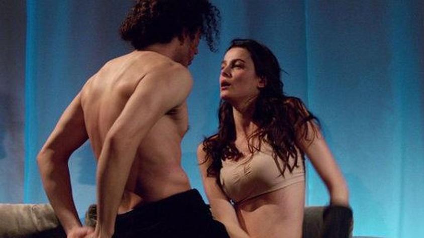 Erotik Filmde Dul Kadın Sevişme ve Aşk Sahnesi Tuluğ
