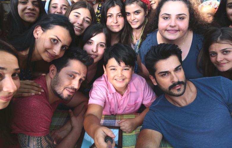 Murat Boz ile Burak Özçivit selfie rekoru kırdı!