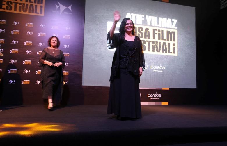 Türkan Şoray'ın katılımıyla  5'nci Atıf Yılmaz Kısa Film Festivali görkemli gala ile sona erdi.