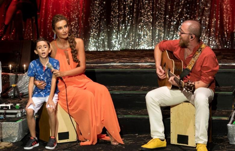 Sıla'nın açıkhava konserleri devam ediyor... Ünlü şarkıcı Ayvalık'taydı...