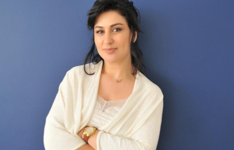 """İclal Aydın'dan yeni roman: """"Üç Kız Kardeş"""""""