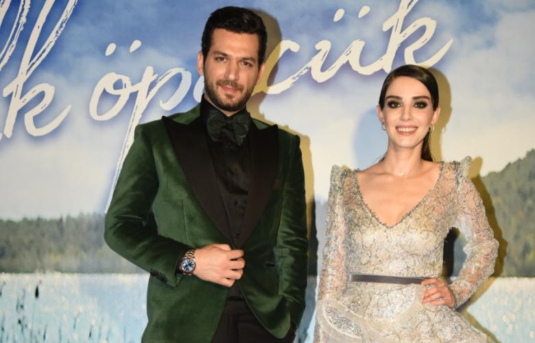 """Başrollerini Murat Yıldırım ve Özge Gürel'in paylaştığı """"İlk Öpücük"""" filminin galasına ünlü akını!"""