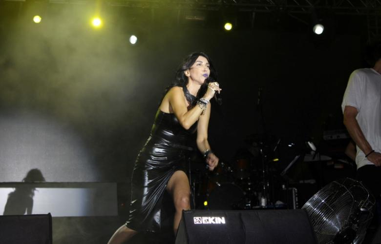 Hande Yener Altın Güvercin'de sahneye çıktı