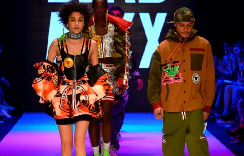 13. Mercedes-Benz Fashion Week İstanbul başladı... Ünlü isimler akın etti!
