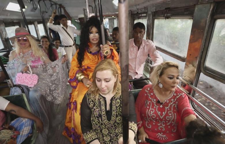 """Bülent Ersoy Hindistan'da otobüse bindi! """"Dünya Güzellerim""""den ilk görüntüler!"""