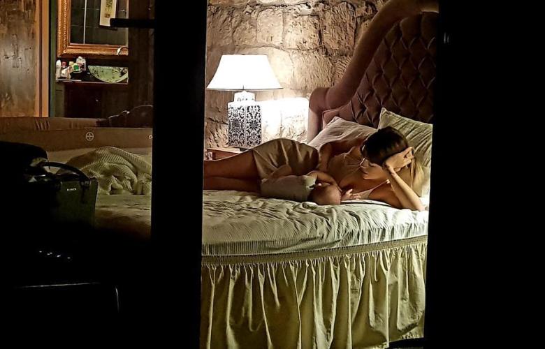Ünlü şarkıcının eşi, yatak odasından paylaştı...