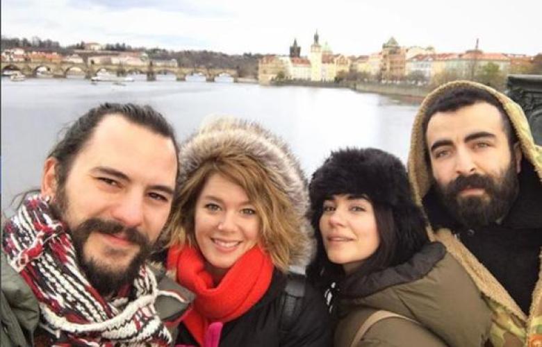 Burcu Biricik ve Zeynep Çamcı eşleriyle birlikte Prag'a tatile gitti
