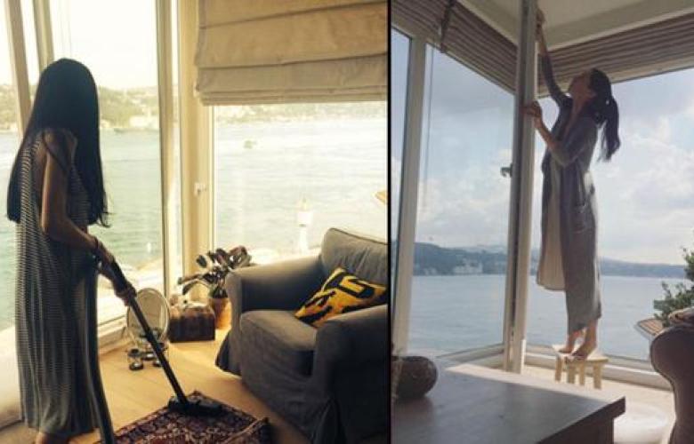 Bir dönemin ünlü şarkıcısı Boğaz manzaralı evde yaşasa da temizliğini kendisi yapıyor! Peki, bu ünlü kim?