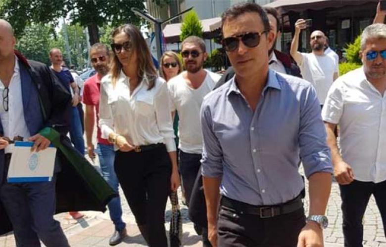 """Mustafa Sandal ile Emina Sandal """"anlaşmalı"""" boşandı"""