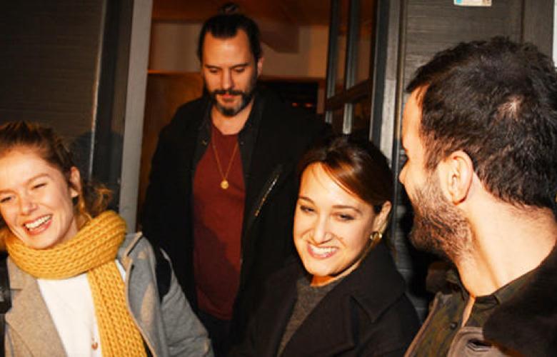 7 saatlik yemek! Barış Arduç ve Burcu Biricik, önceki akşam Arnavutköy'deki bir restoranda buluştu.