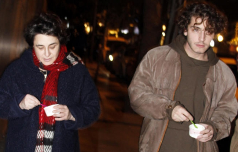 Boran Kuzum ve Esra Dermancıoğlu'ndan Nişantaşı'nda akşam gezmesi