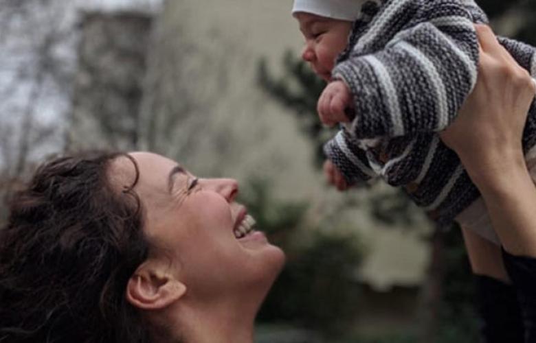 Azra Akın'dan mutluluğun fotoğrafı...
