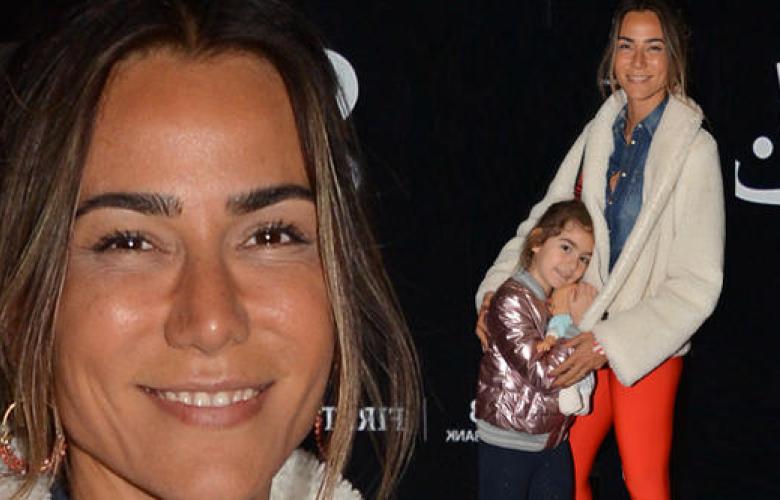 Türkiye eski güzeli Zeynep Tokuş artık kızıyla geziyor