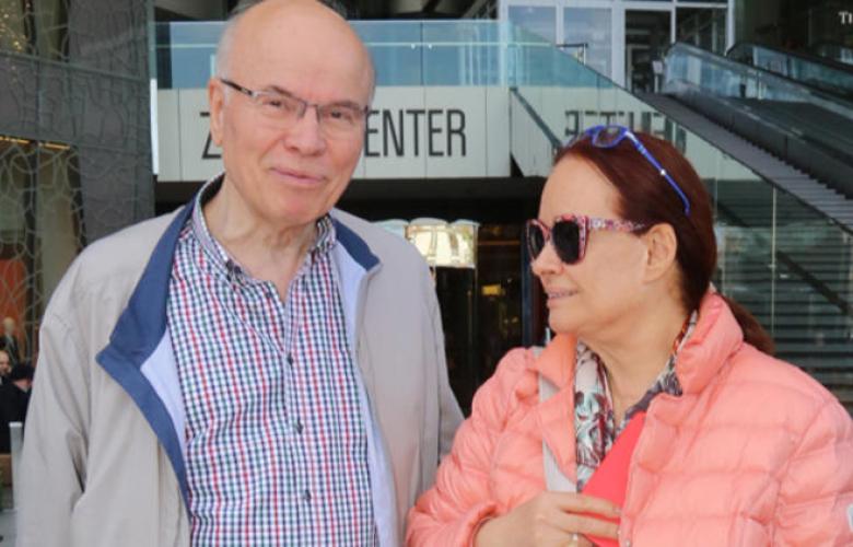 Müjde Ar ve eşi alışverişte