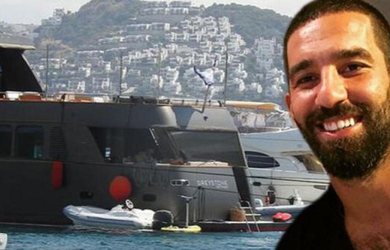 Arda Turan'ın 3 milyonluk lüks teknesi otel gibi