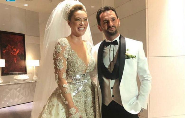 Şarkıcı Aylin Coşkun evlendi! 20 kiloluk gelinlik giyindi!