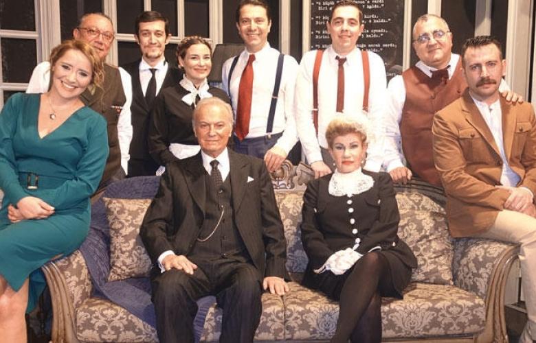 TİYATRO: Ediz Hun'un tiyatro oyunu yeni sezonda yeniden perde açıyor