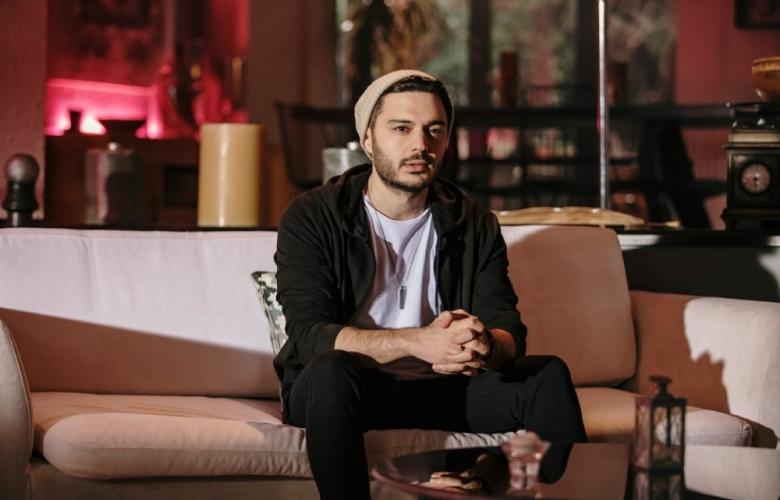 """İlyas Yalçıntaş: """"Serenay Sarıkaya şarkı da söylemeli"""""""