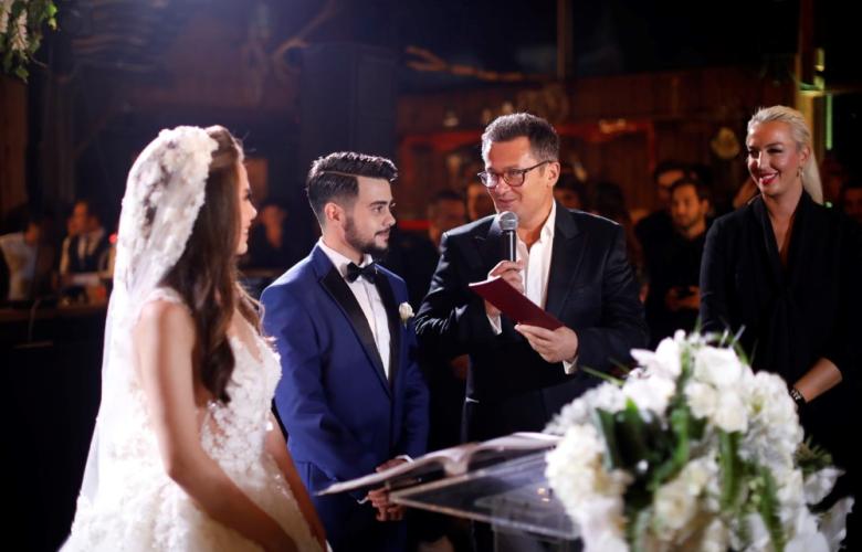 Rüzgar Erkoçlar cinsiyet değiştirdikten 3 yıl sonra evlendi!