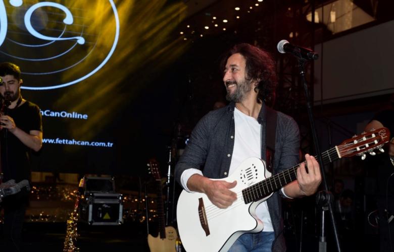Fettah Can, Atlaspark'da sahneye çıktı! Murat Boz'dan Demet Akalın'a Aleyna Tilki'den Emrah Karaduman'a kadar kim için neler söyledi?
