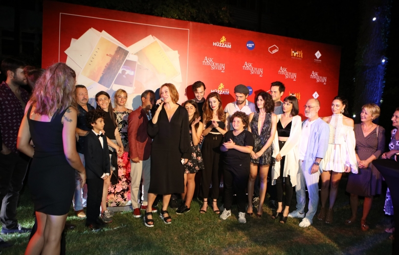 """""""Aşk Tesadüfleri Sever 2"""" ekibi çekimlerin bitişini partiyle kutladı!"""
