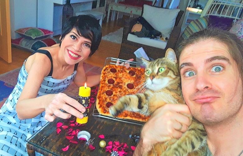 Karantinada pasta yerine pizza üflediler
