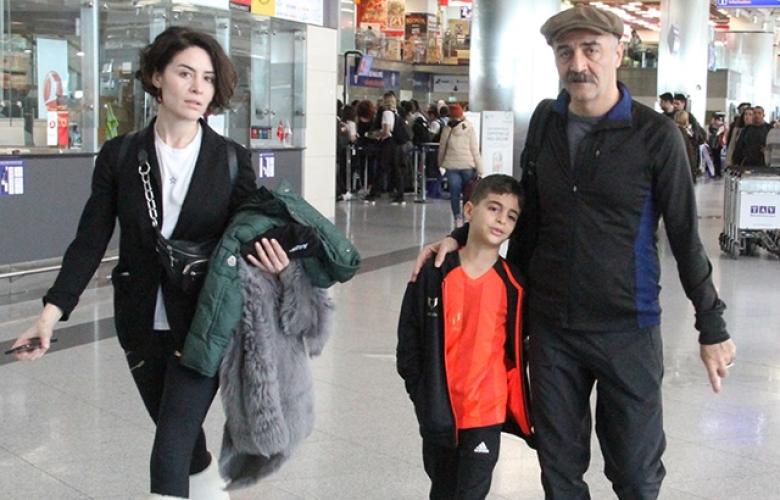 Belçim Bilgin ile Yılmaz Erdoğan çifti, oğulları için Londra'ya uçtu!
