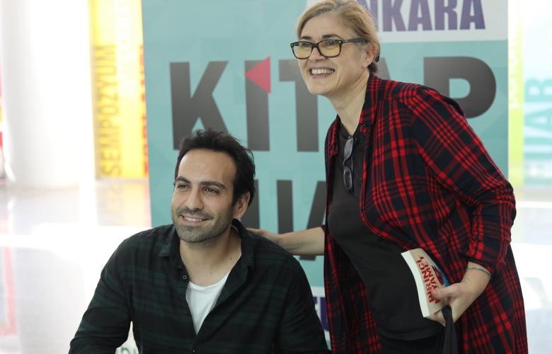 Buğra Gülsoy'un ilk imza günü Ankara Kitap Fuarı'nda gerçekleşti!
