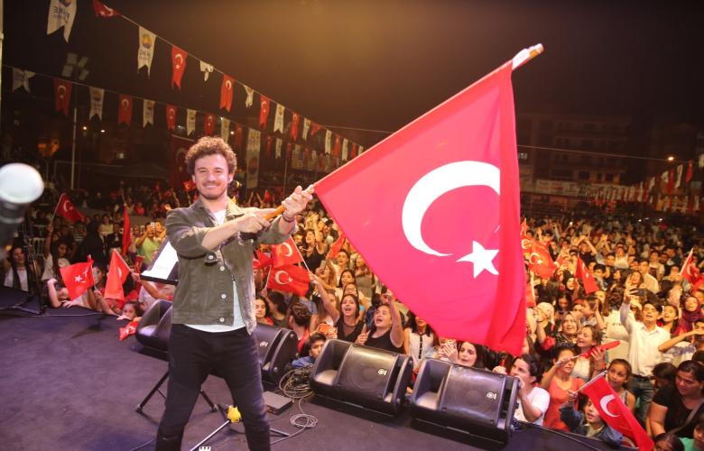 Antalya'da gençler 19 Mayıs'ta Buray'la coştu!