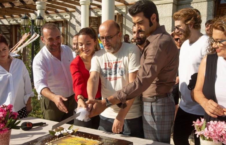 Bir Zamanlar Çukurova'daki küslük pasta kesimine yansıdı! 2 ayrı ekip 2 kutlama pastası kesti! İşte detaylar!