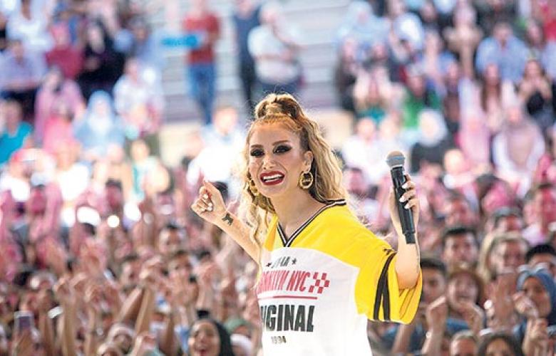 İrem Derici'den Beyonce tarzı
