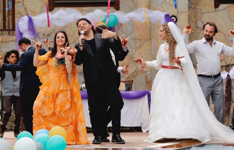 """Fırıncının Karısı """"Yılın Gelini"""" şarkısıyla coşturacak!"""