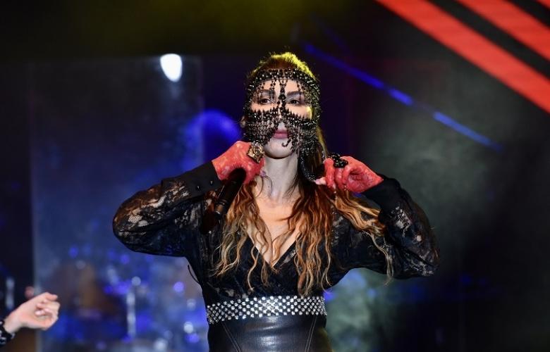 Hande Yener'den Bursa'da yardım konseri