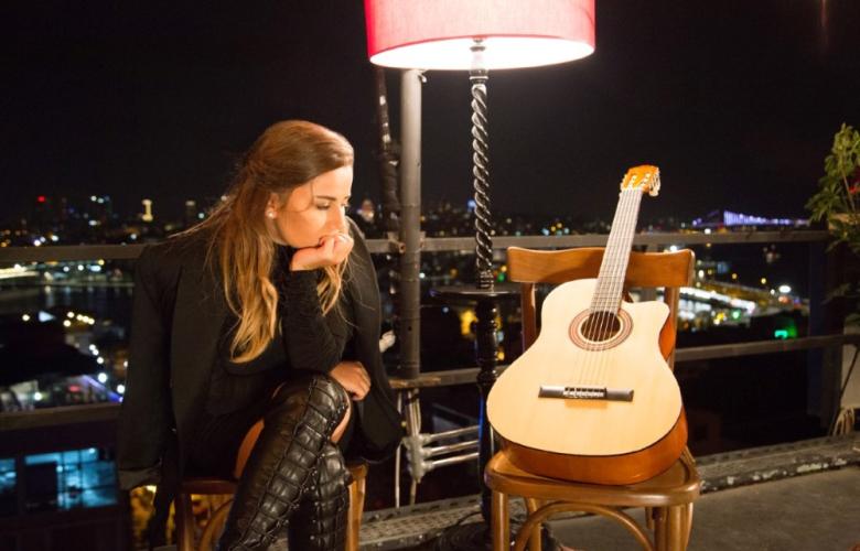 Merve Özbey'den rekortmen şarkıya duygusal klip