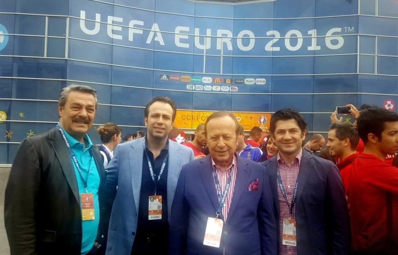 Kadir İnanır ve Yılmaz Ulusoy, Milli Maçı Fransa'da izledi!