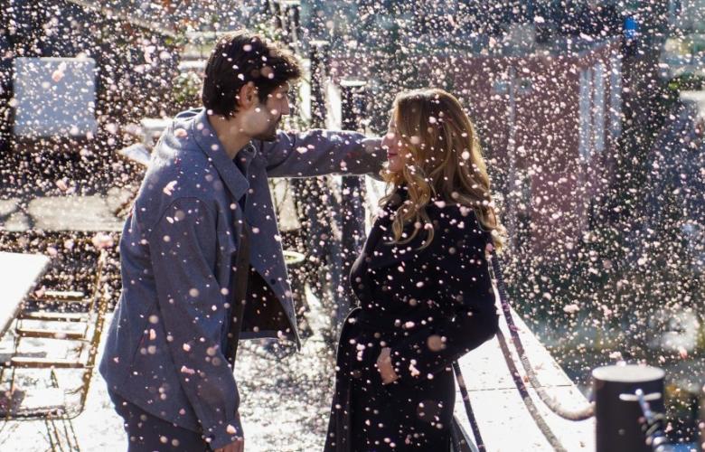 Kırmızı Kar altında romantik anlar... MENAJERİMİ ARA