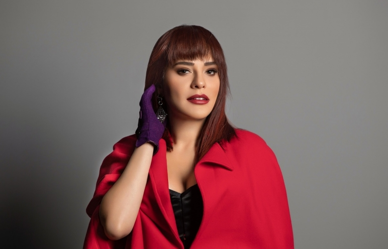 Reyhan Karaca yeni imajıyla dikkat çekti