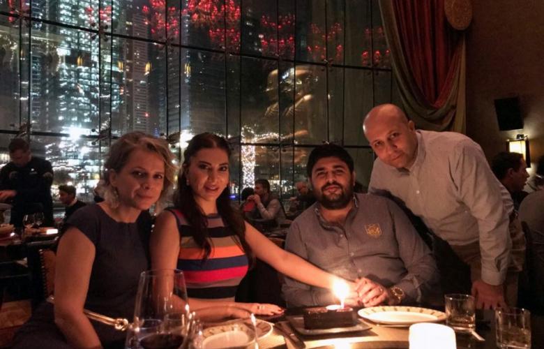Ebru Yaşar kocasını doğumgünü hediyesi olarak Dubai'ye götürdü
