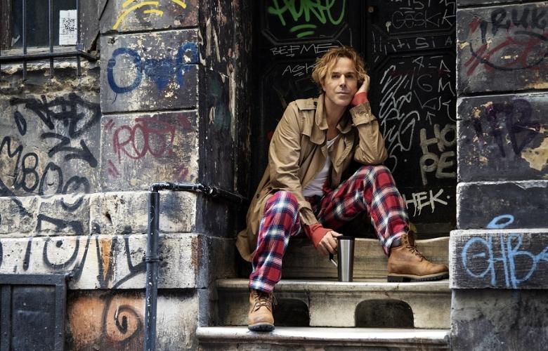 SONER ARICA Pijamayla sokaklarda