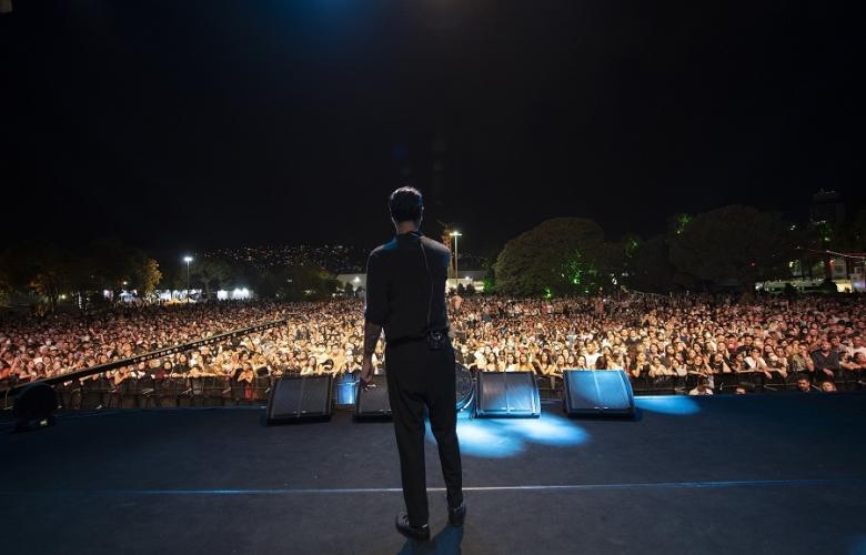 Tan Taşçı İzmir'de Tek Konserde 100.000 İzleyiciyle Rekor Kırdı