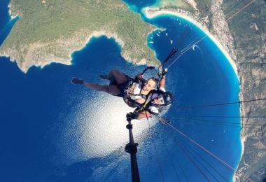 Yükseklik korkusunu yamaç paraşütüyle yendi!